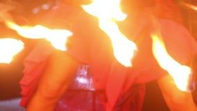 艺术家转动火爱好者表现 影视素材