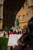 艺术家速写的圆顶Cortile della Pigna罗马 库存图片