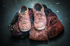 艺术家鞋子杂乱艺术演播室工作室 免版税库存照片