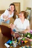 艺术家画客户的一张图片 库存照片