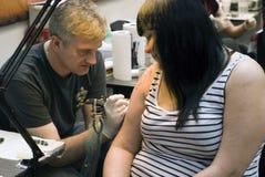 艺术家fest彼得斯堡st纹身花刺工作 库存照片
