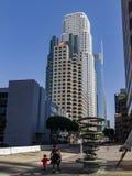 艺术对象和街市skyscrappers 免版税库存图片