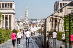 艺术山的人们在布鲁塞尔 库存图片