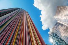 艺术性的专栏在区拉德芳斯,巴黎,法国 免版税图库摄影