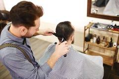 艺术性的剪切头发hairdress例证向量 图库摄影