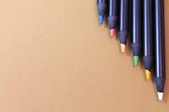 艺术性的多彩绘画颜色上部看法在米黄自然本底书写 图库摄影