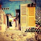 艺术性的窗口黄色墙壁 库存照片
