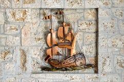 艺术性的老古铜色船 免版税图库摄影