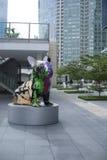 艺术性的街道画狗雕塑 免版税库存照片