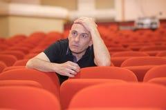 艺术性的主任回顾的演员在剧院 图库摄影