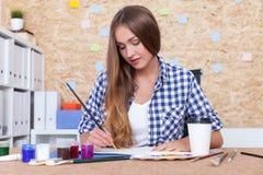 艺术教师绘画 库存图片