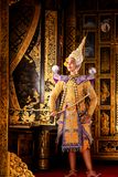 艺术文化在被掩没的khon的泰国跳舞在文学ramayana,被掩没的泰国古典猴子, Khon,泰国 库存照片