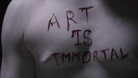 艺术是不朽的生存雕象的胸口被写,人体艺术 影视素材