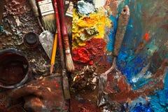 艺术油漆,调色板,掠过铅笔 图库摄影