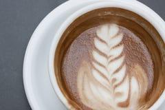 艺术浓咖啡泡沫latte 免版税库存图片