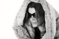 艺术秀丽方式高关键构成理想的冬天 华美的时髦少妇 免版税库存图片