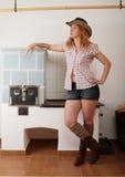 艺术秀丽牛仔女孩头发长的模型俏丽的射击 免版税图库摄影