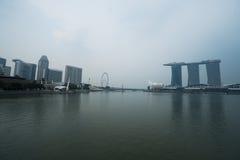 艺术科技馆看法,小游艇船坞海湾沙子和弗累斯大转轮新加坡 免版税库存照片