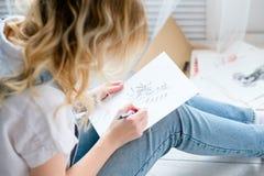 艺术绘画爱好休闲女孩图画图片 免版税库存图片
