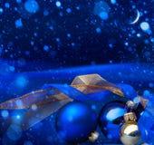 艺术蓝色圣诞节贺卡 免版税库存照片