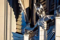 艺术装饰在办公楼的雕塑门面 免版税图库摄影