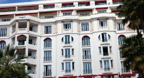 艺术装饰旅馆在戛纳法国海滨,地中海海岸, Eze、圣特罗佩、摩纳哥和尼斯 免版税库存照片