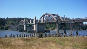 艺术装饰Siuslaw河桥梁在佛罗伦萨或 库存图片
