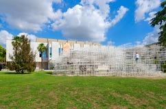 艺术设施云彩,全国美术画廊,地拉纳,阿尔巴尼亚 免版税图库摄影