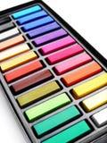 艺术配件箱五颜六色的蜡笔 免版税库存图片