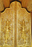 艺术金黄寺庙泰国视窗 免版税库存图片