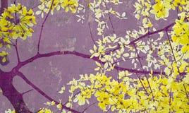 艺术金黄打印紫色阵雨结构树墙壁 免版税库存照片