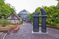 艺术雕塑被安装在Nunobiki药草园在登上Rokko在神户,日本 免版税库存图片