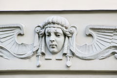 艺术从历史大厦的novueau雕塑在里加 库存图片