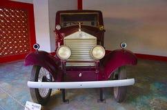 艾哈迈达巴德,古杰雷特,印度-劳斯莱斯年1923汽车世界葡萄酒汽车博物馆,艾哈迈达巴德前面的特写镜头6月2017年, 库存照片