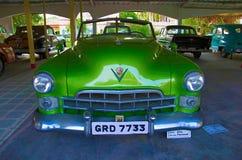 艾哈迈达巴德,古杰雷特,印度-绿色葡萄酒汽车,美国前面的特写镜头6月2017年,  自动世界葡萄酒汽车博物馆,艾哈迈达巴德, 库存图片