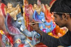艾哈迈达巴德:Ganesha Charturthi节日的准备 免版税库存图片