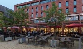 艾恩德霍芬, NETHERLAND - 2017年10月17日:与一个的艾恩德霍芬都市风景著名薄饼餐馆在城市 库存照片