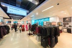 艾恩德霍芬, NETHERLAND - 2017年10月17日:艾恩德霍芬Primark商店内部 Netherland 免版税库存图片