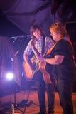 艾米光芒和埃米莉Saliers戏剧吉他 免版税库存图片