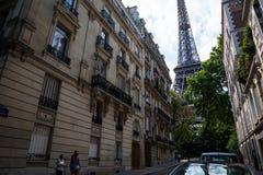 艾菲尔铁塔住所在夏天 免版税图库摄影