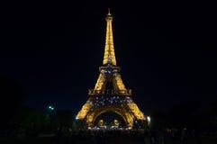 艾菲尔铁塔光在黄昏的表现展示 法国巴黎 免版税图库摄影