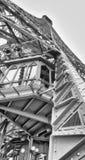 艾菲尔铁塔内部金属结构在巴黎-法国 免版税图库摄影