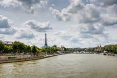 艾菲尔铁塔和亚历山大第三座桥梁,巴黎 图库摄影