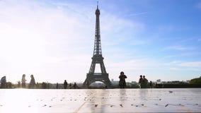 艾菲尔铁塔和巴黎都市风景 股票录像