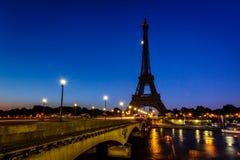 艾菲尔铁塔和d'Iena桥梁在黎明,巴黎 免版税库存照片