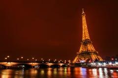 艾菲尔铁塔在晚上,巴黎,法国 免版税库存图片
