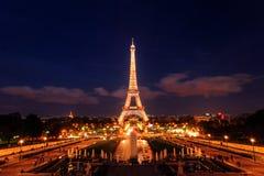 艾菲尔铁塔在晚上,巴黎,法国 免版税库存照片