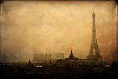 艾菲尔铁塔在有葡萄酒样式纹理的巴黎 库存照片