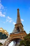 艾菲尔铁塔在巴黎在蓝天法国下 图库摄影