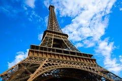 艾菲尔铁塔在巴黎在蓝天法国下 库存照片